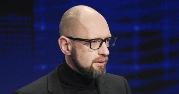 """Яценюк попросил Порошенко """"освободить Украину от кума Путина""""."""