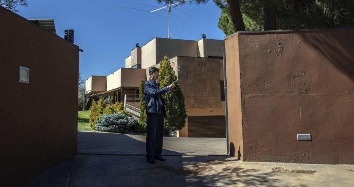 В феврале кто-то напал на посольство КНДР в Мадриде и похитил всю технику. Оказалось, это противники режима Ким Чен Ына, которые сотрудничают с ФБР