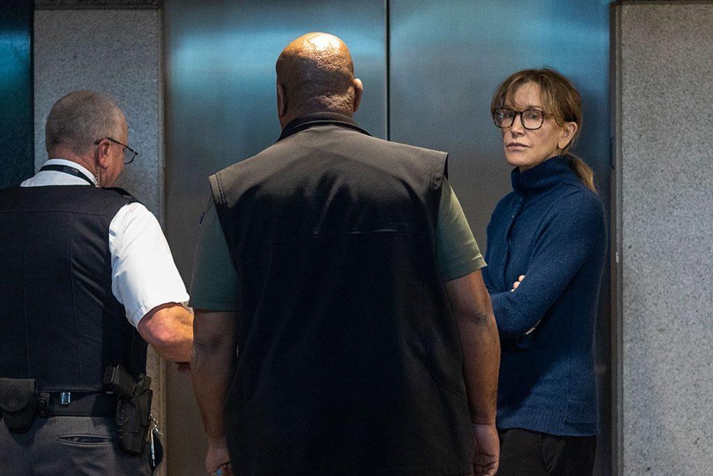 Фелисити Хаффман в суде в Лос-Анджелесе. 12 марта 2019 года David McNew / AFP / Scanpix / LETA