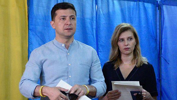 """Партия Зеленского """"Слуга народа"""" выигрывает выборы в Раду"""
