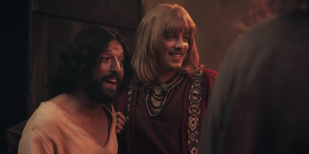 Netflix выпустил комедию, в которой Иисус знакомит семью с бойфрендом Зрители требуют отменить шоу, авторы называют их реакцию гомофобной