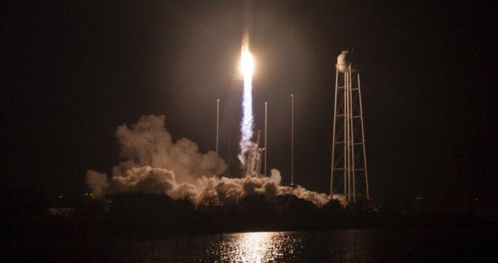 SpaceX успешно запустила первую регулярную миссию к МКС. На станцию отправились четыре астронавта.
