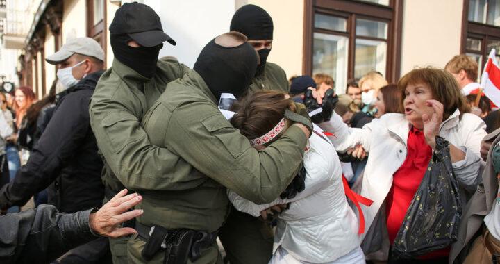 В Беларуси выложили запись выступления замминистра МВД перед подчиненными Он признает, что первый погибший во время протестов был убит силовиками. И рассказывает о лагере для «особо острокопытных».
