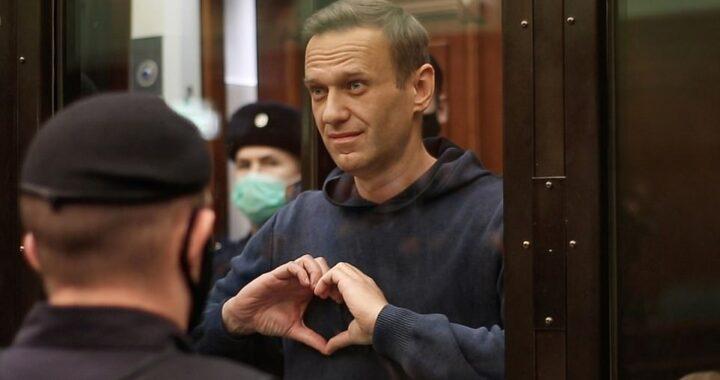 «Печаль и стыд» Что думают бизнесмены, артисты, политологи и общественные деятели о решении суда отправить Навального в колонию. Материал обновляется…