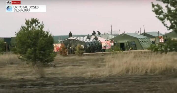 Sky News показал репортаж о полевом лагере российских военных под Воронежем.