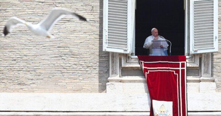 Папе Франциску предстоит операция на толстой кишке